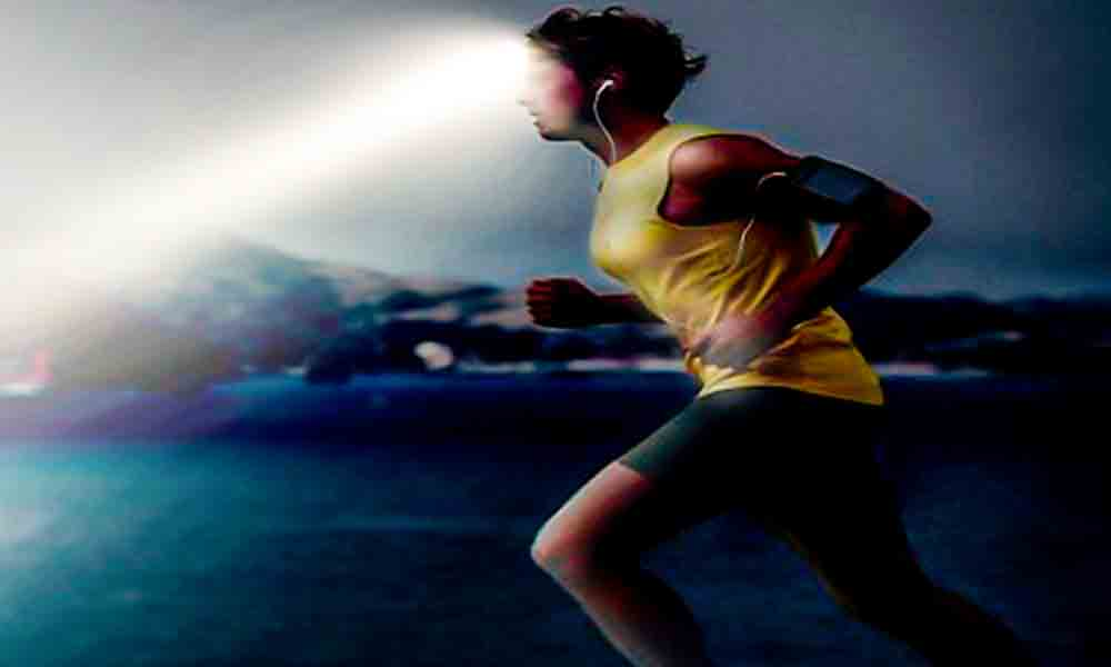 iluminacion-linterna-correr-de noche