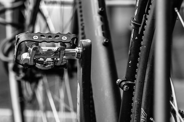 conoce los pedales y calas automáticos para bicicleta