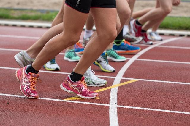 correr demasiado rapido al iniciar la carrera